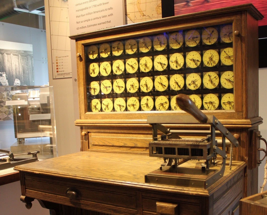 Hollerith_census_machine_at_the_Computer_History_Museum
